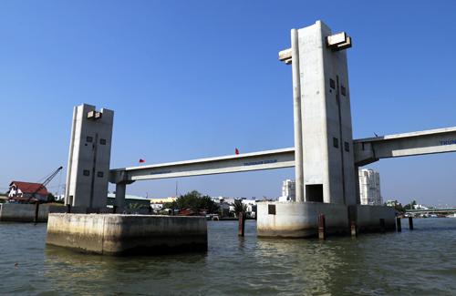 Các hạng mục thuộc dự án chống ngập do triều 10.000 tỷ đã được đồng loạt thi công trở lại sau hơn 6 tháng bất động. Ảnh: Hữu Nguyên