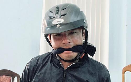 Cảnh sát phải giữ cho Nam không cắn lưỡi tự tử. Ảnh: Công an cung cấp.