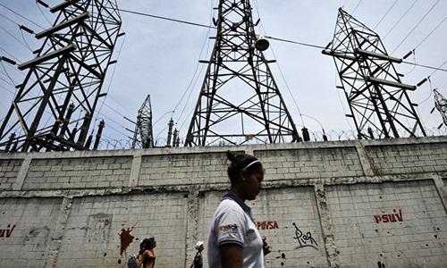Bên ngoài một nhà máy điện của Venezuela. Ảnh: AFP.