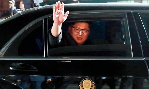 Lãnh đạo Triều Tiên Kim Jong-un di chuyển trên chiếcMercedes S600 Pullman Guard sau khi rời hội nghị thượng đỉnh liên Triều tại biên giới hai nước hồi tháng 4/2018. Ảnh: AP.