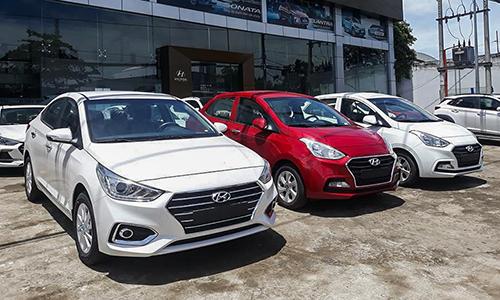 Hyundai Accent và Grand I10 tại đại lý ở Hà Nội.