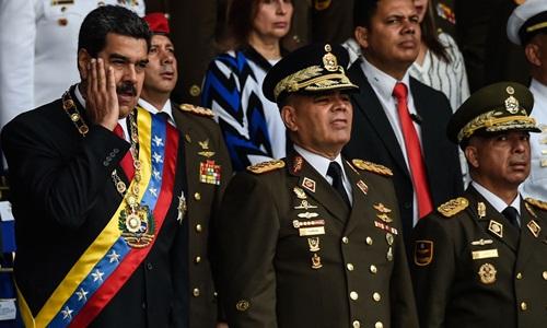 Tổng thống Venezuela Nicolas Maduro (ngoài cùng bên trái) trước lúc xảy ra vụ ám sát ngày 4/8/2018 ở thủ đô Caracas. Ảnh: AFP.