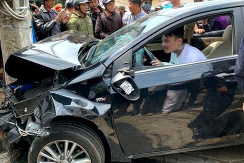 Nam thanh niên Việt kiều Mỹ bị ngáo đá lái xegây tai nạn.Ảnh: Hoàng Phụng.