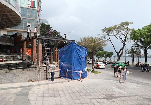 Công trình sai phép nằm ngay mặt tiền tuyến phố du lịch của Đà Nẵng. Ảnh: Nguyễn Đông.
