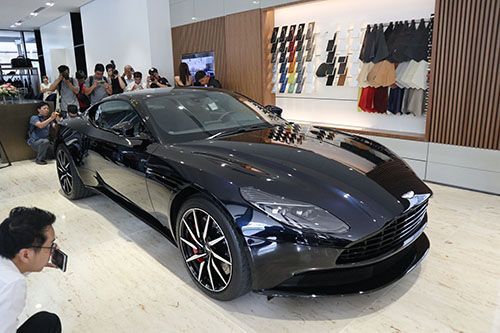 Aston Martin DB11 tại Việt Nam.