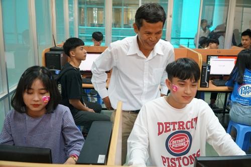 360 học sinh Quảng Ngãi trải nghiệm một ngày làm sinh viên - ảnh 3