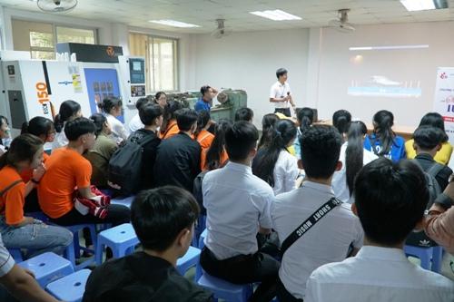 360 học sinh Quảng Ngãi trải nghiệm một ngày làm sinh viên - ảnh 1