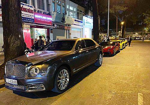 Một mẫu siêu sang Bentley Mulsanne EWB xuất hiện trong dàn siêu xe.