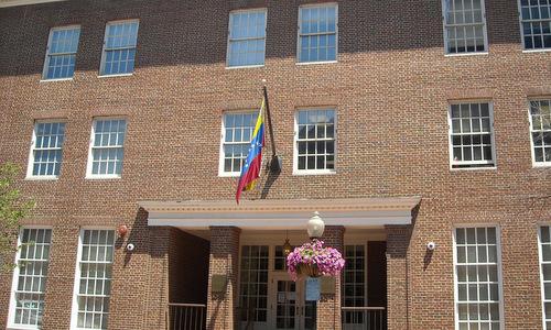 Tòa nhà đại sứ quán Venezuela tại Mỹ hồi năm 2008. Ảnh: AFP.