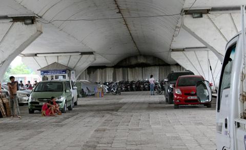Bộ Giao thông bác đề xuất trông giữ xe dưới gầm cầu vượt -