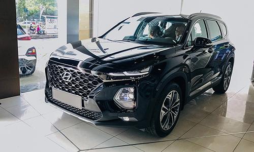 Hyundai Santa Fe 2019 tại một đại lý ở TP HCM.