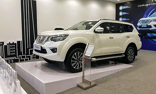 Nissan Terra trưng bày tại một đại lý. Dòng SUV 7 chỗ này giảm giá niêm yết đối với hai phiên bản S và E.