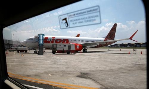 Một máy bay Boeing 737 MAX 8 của hãng hàng không Lion Air đậu tại sân bay quốc tế Soekarno Hatta gần thủ đô Jakarta, Indonesia. Ảnh: Reuters.