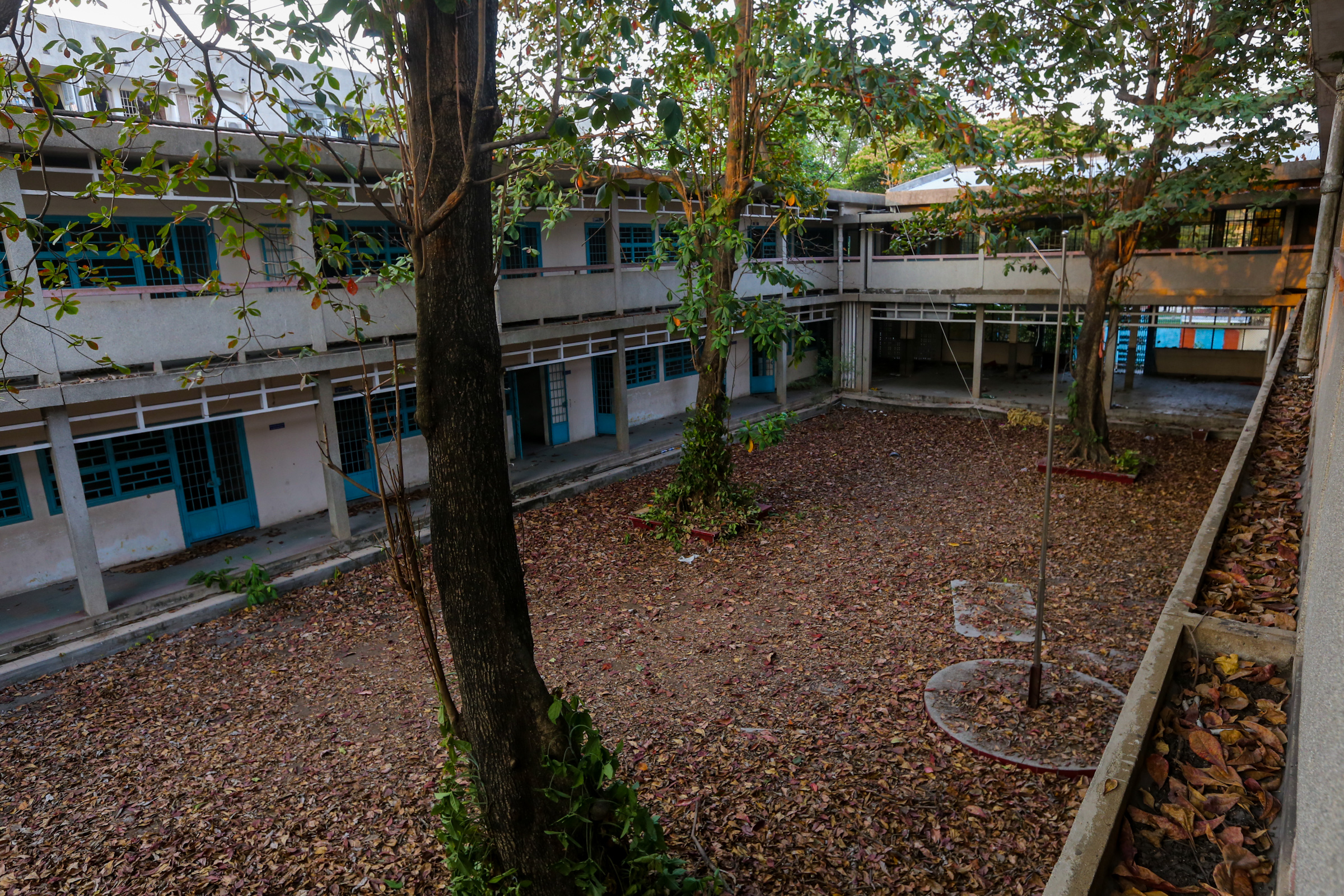 Trường THPT hơn 40 năm tuổi bỏ hoang ở Sài Gòn