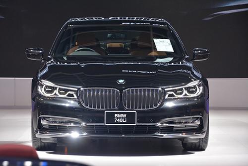 BMW 740Li sử dụng động cơ dung tích lớn hơn so với 730Li.