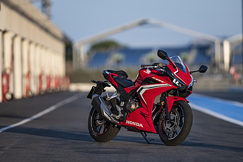 Honda CBR500R lần đầu bán chính hãng tại Việt Nam. Ảnh: Motorcycle.