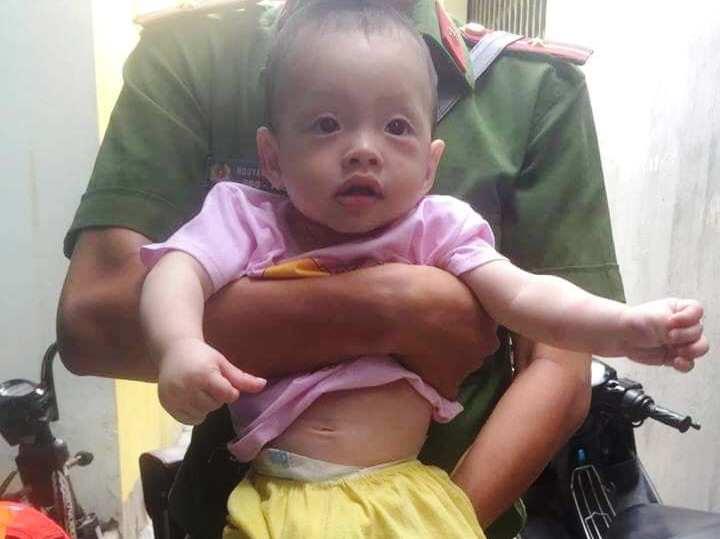 Bé trai bị bỏ rơi trên vỉa hè tỉnh Bình Định