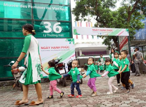 Hơn 3000 lượt khách tham gia hội chợ Nông nghiệp sạch - 2