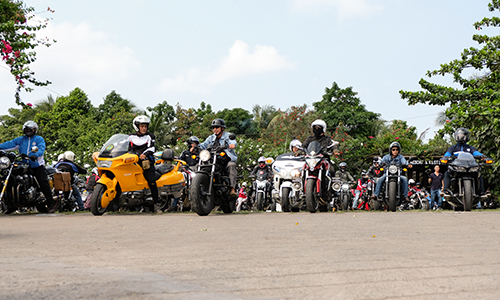 Các biker sử dụng xe phân khối lớn Honda cùng chinh phục cung đường TP HCM - Phan Thiết sáng 24/3.