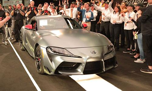 Toyota Supra đầu tiên xuất xưởng tại nhà máy của Magna Steyr. Ảnh: Motor1