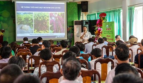 Ông Nguyễn An Khê, Chuyên viên Nông học vùng Tây Nguyên, công ty Khang Thịnh chia sẻ về hệ thống tưới nhỏ giọt.