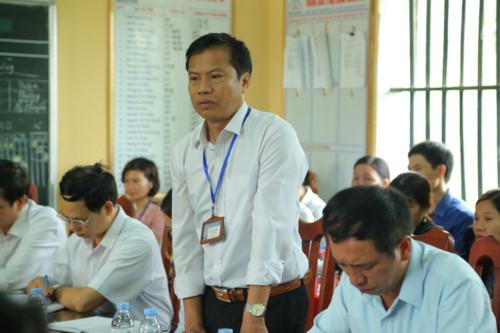 Hiệu trưởng THCS Phù Ủng báo cáo tại buổi làm việc. Ảnh: GDTĐ