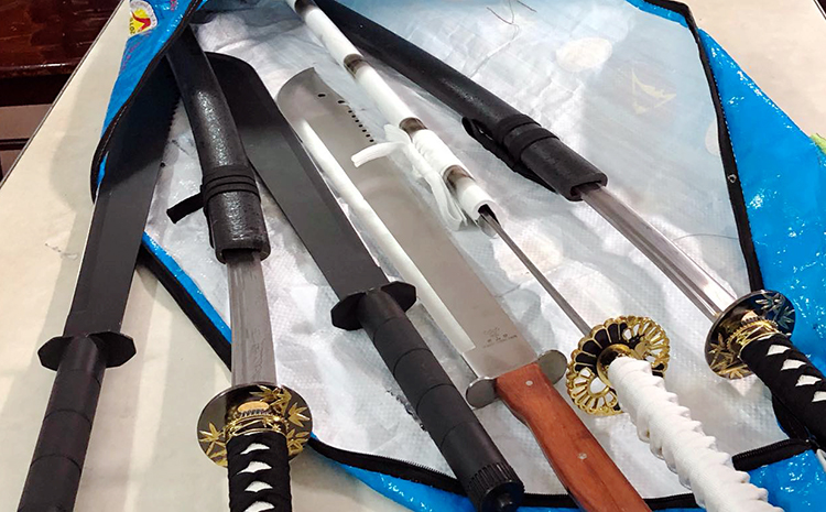 Dao, kiếm, mã tấu và các hung khí