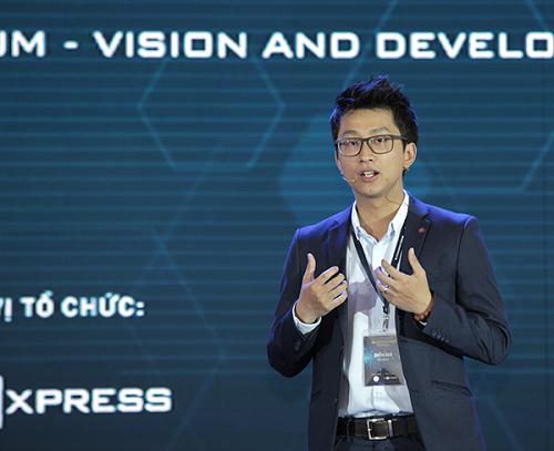 Ông Cris D. Trần, chuyên gia về blockchain sẽ là người dẫn dắt khóa học.