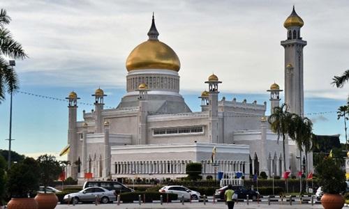 Nhà thờ Hồi giáo Sultan Omar Ali Saifuddin ở thủ đô Bandar Seri Begawan của Brunei. Ảnh: AFP.