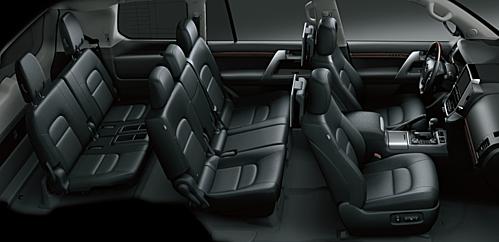 Không gian ba hàng ghế trên Land Cruiser 2019. Ảnh: Toyota.