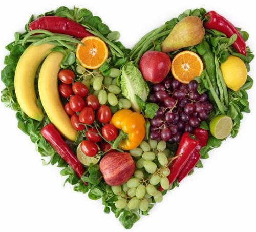 Ăn nhiều rau củ, hạn chế chất béo, ngọt... góp phần hạn chế đường huyết tăng cao. Ảnh: News.
