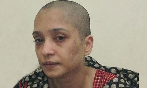 Asma Aziz bị đánh đập và cạo trọc đầu. Ảnh: BBC.
