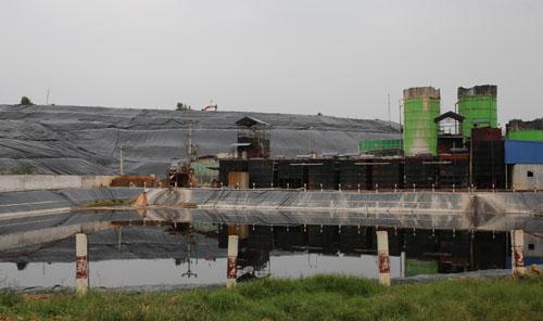 Khu vực xử lý nước rác ở bãi rác Nam Sơn. Ảnh: Tất Định