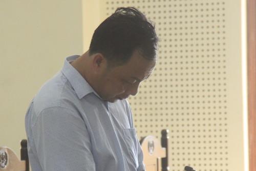 Bị cáo Kiểu cúi mặt khi nghe tòa tuyên án chiều nay. Ảnh: Hải Bình.