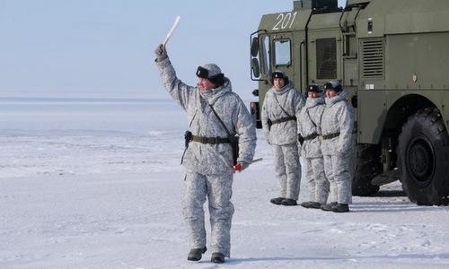 Kíp tên lửa bờ Bastion diễn tập ở quần đảo Kotelny hồi năm 2018. Ảnh: AP.