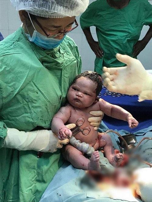 Em bé sơ sinh được mệnh danh 'ngầu nhất châu Á'.
