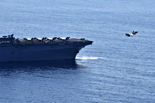Tiêm kích F-35B xuất kích từ tàu đổ bộ USS Wasp diễn tập trên Biển Đông hôm 5/4. Ảnh: US Navy.