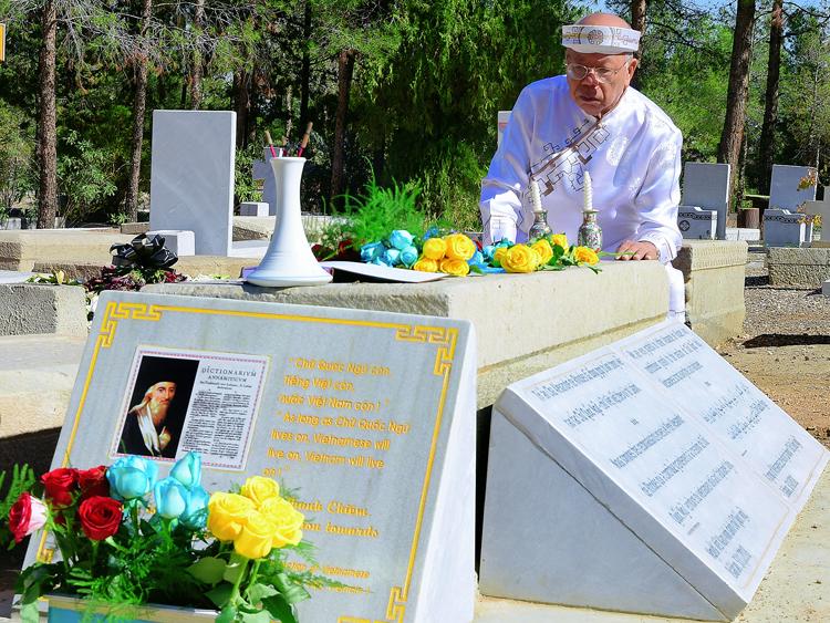 Giáo sư Nguyễn Đăng Hưng tại lễ dựng bia tưởng nhớ giáo sĩ Alexandre de Rhodes. Ảnh: Nguyễn Đình Toán.