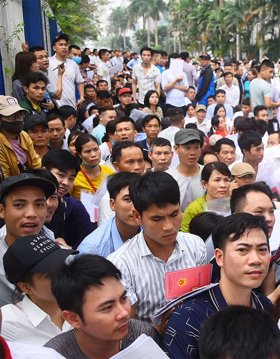 Nghìn người xếp hàng từ 3h sáng xin visa Hàn Quốc