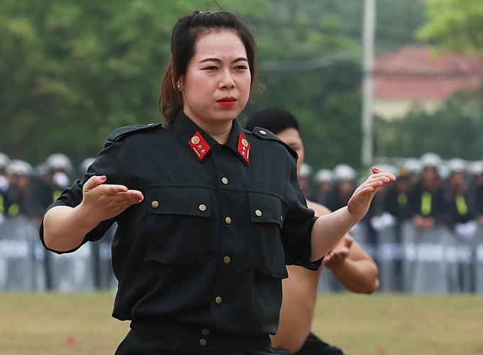 Những 'bông hồng thép' của cảnh sát cơ động Bộ Công an