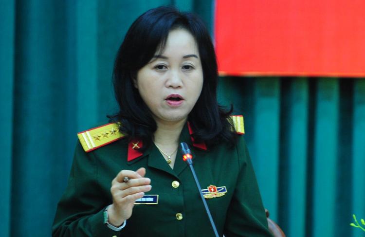 Đại tá Trương Mai Hương, Viện phó Lịch sử Quân sự thông tin tại buổi họp báo chiều 12/4. Ảnh:HT
