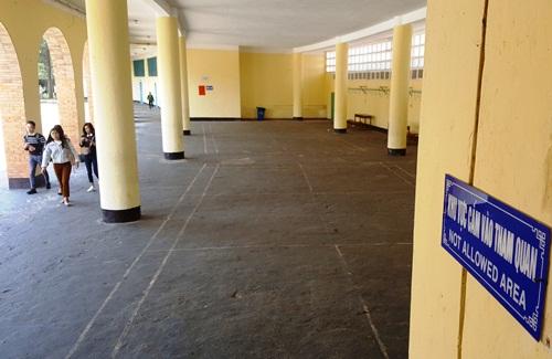 Trường có quy định cấm tham quan với các khu vực hành chính, giảng dạy. Ảnh. Khánh Hương.
