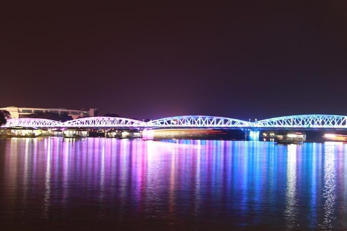 Cầu Trường Tiền huyền ảo với hệ thống đèn 10 tỷ đồng