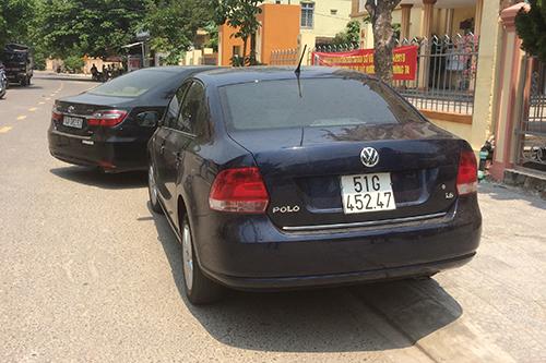 Một chiếc trong sáu chiếc xe doanh nghiệp bị ép tự nguyện giao nộp, xuất hiện ở ngoài đường. Ảnh: Hoàng Táo