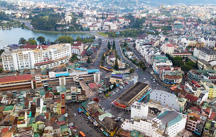 Khu trung tâm Đà Lạt nhìn từ trên cao. Ảnh: Quỳnh Trần.