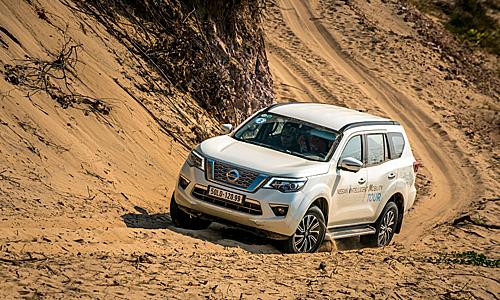 Nissan Terra trong hành trinh băng đồi cát tại Ninh Thuận. Ảnh: Huy Thắng.