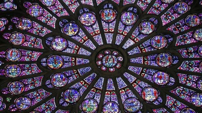 1 1555381300 680x0 - Những báu vật của Nhà thờ Đức Bà Paris