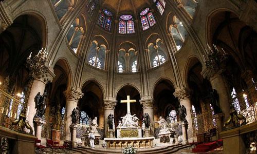Khung cảnh bên trong nhà thờ Đức Bà Paris trước vụ cháy. Ảnh: Flipboard.