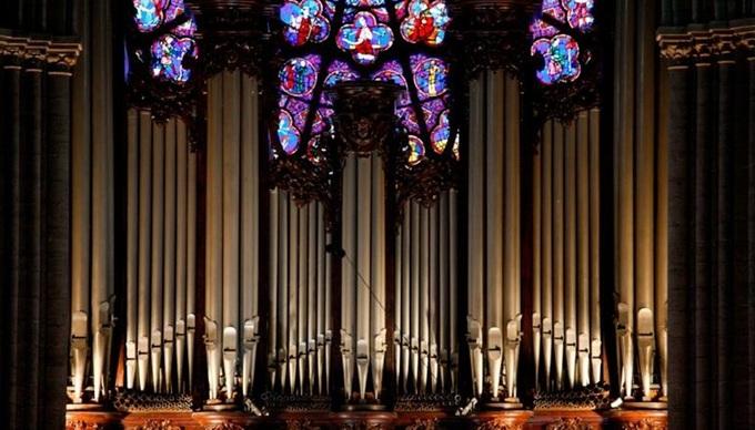 2 1555381301 680x0 - Những báu vật của Nhà thờ Đức Bà Paris
