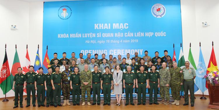 15 học viên quốc tế tham gia huấn luyện sĩ quan hậu cần tại Việt Nam - ảnh 1